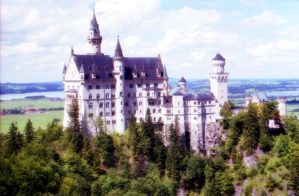 Fairytale Castle | Neuschwanstein Castle is a 19th century ...