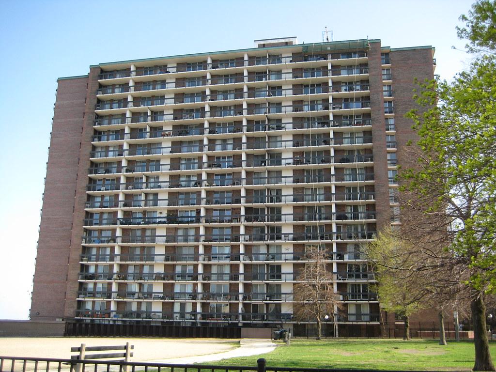 Bob Newhart S Apartment 5901 N Sheridan Rd Edgewater