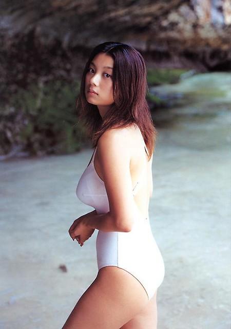 細すぎない水着小池栄子