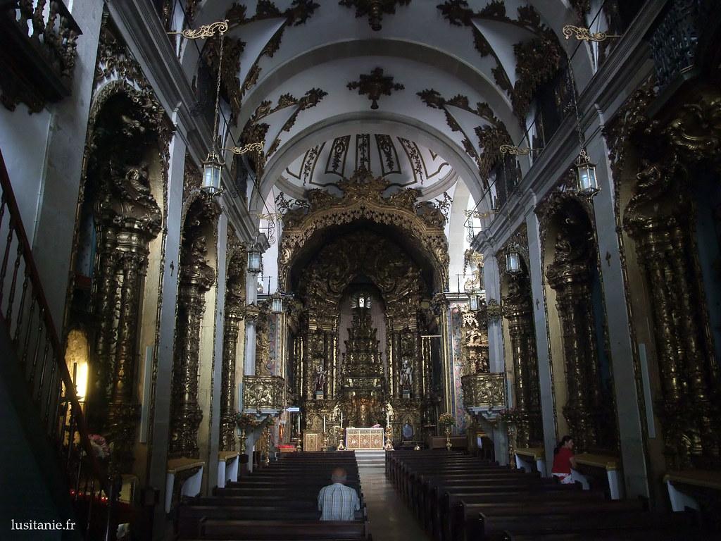 Intérieur baroque de léglise des Carmélites