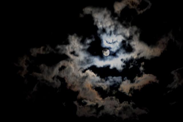 The Creepy Night Sky   It's beautiful, but still a little cr ...