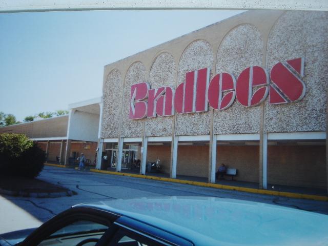 Bradlees 869 In Concord Nh September 2000 Bradlees In Flickr