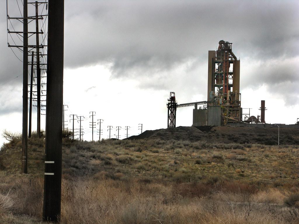 Portland Cement Plants : Monolith california portland cement plant five miles