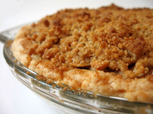 apple pie with brown sugar streusel topping | by eatme_delicious