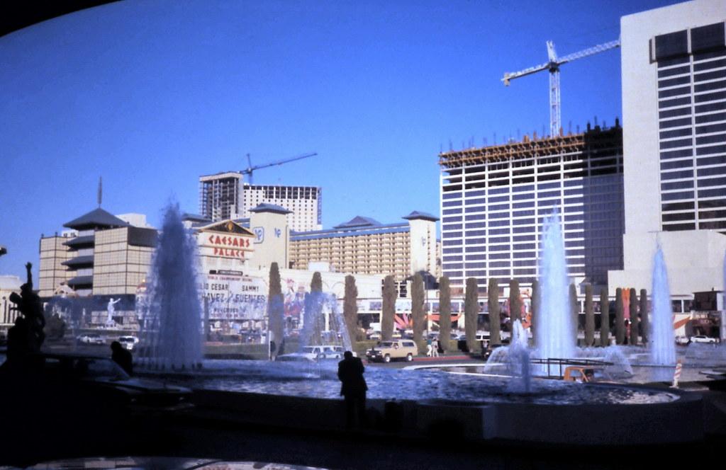 Gm 03804 Las Vegas Strip  Caesars Fountain  Nevada 1989