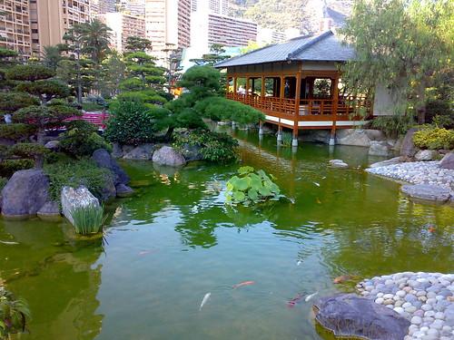 Montecarlo giardino giapponese sulla spiaggia del for Laghetto giapponese