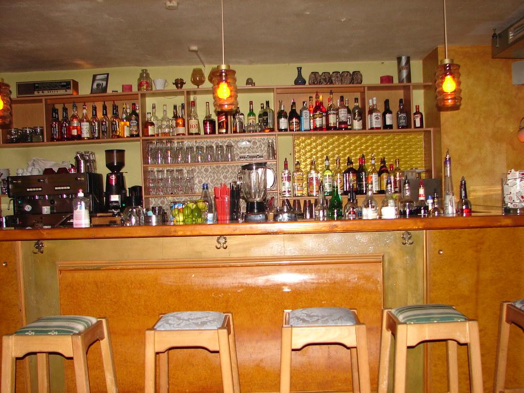 Bar die bar im wohnzimmer dresden linh vu flickr for Bar im wohnzimmer