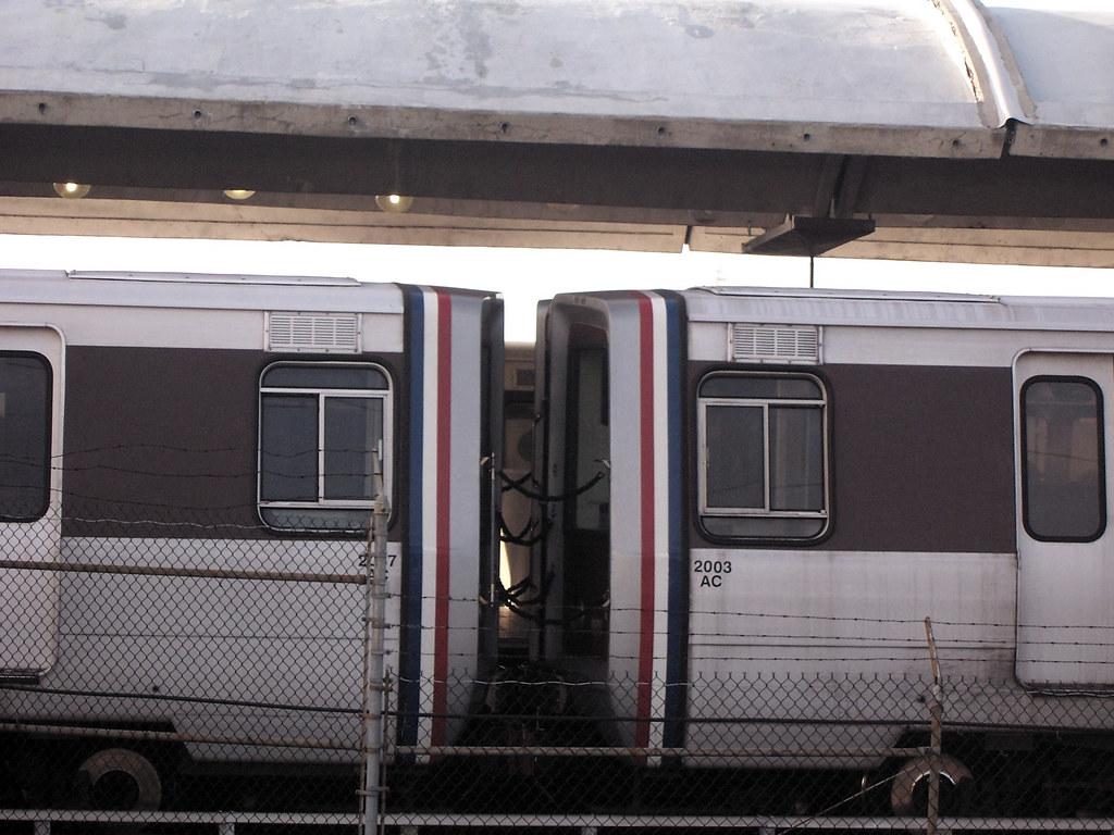 Amtrak train derails in Washington state onto Interstate 5 ...