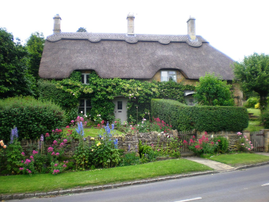 English country cottage chipping campden cotswold for Pictures of english country houses