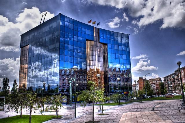 Edificios inteligentes pamplona hdr de uno de los for Construcciones modernas
