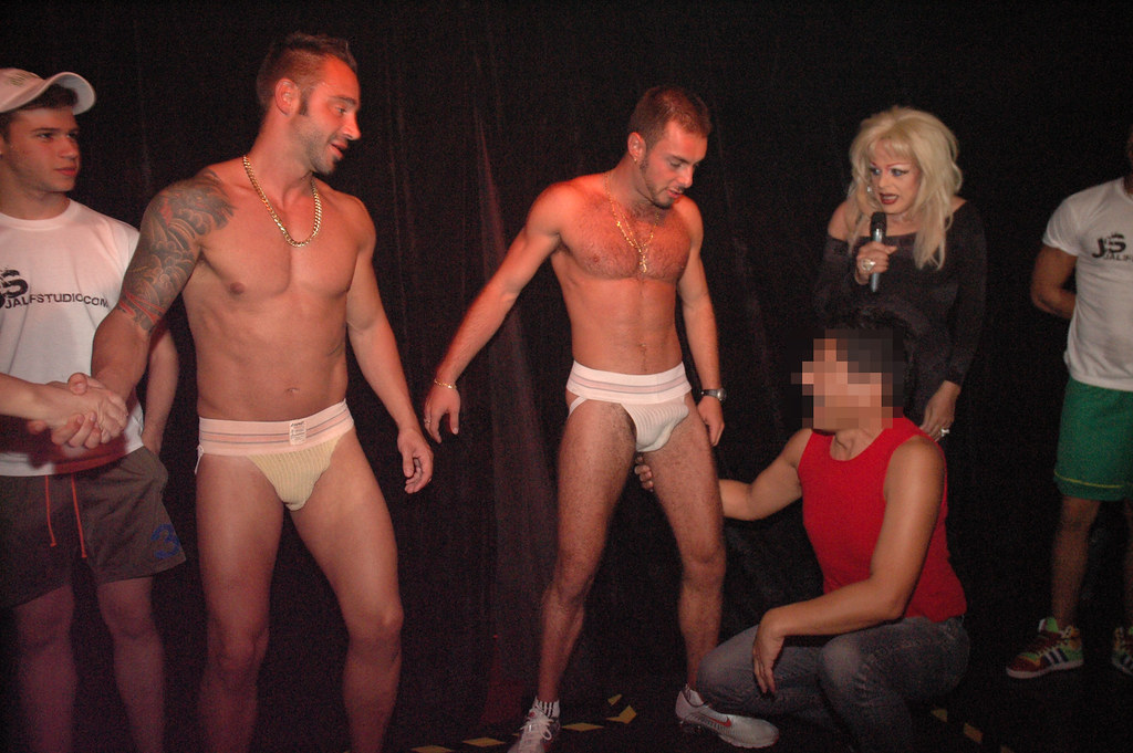 Free Crossdress Porn at CrossDressing Male