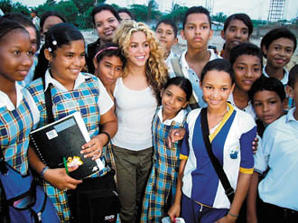 Shakira visiting Barefoot Foundation students | Come visit u ... Shakira