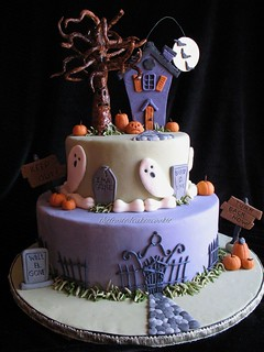 haunted halloween cake | by jewelsb78(thefrostedcakencookie)