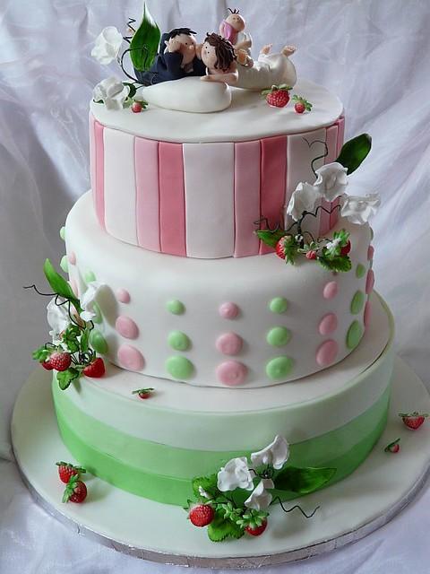 Hochzeitstorte Erdbeeren | Hochzeitstorte Mit Wicken Und Erdbeeren Www Suess Und Salz Flickr
