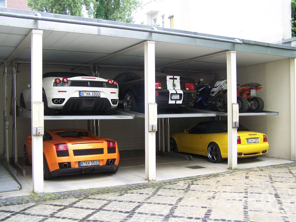 Garage kk royal basement die garage von kk royal for Garage auto sarcelles