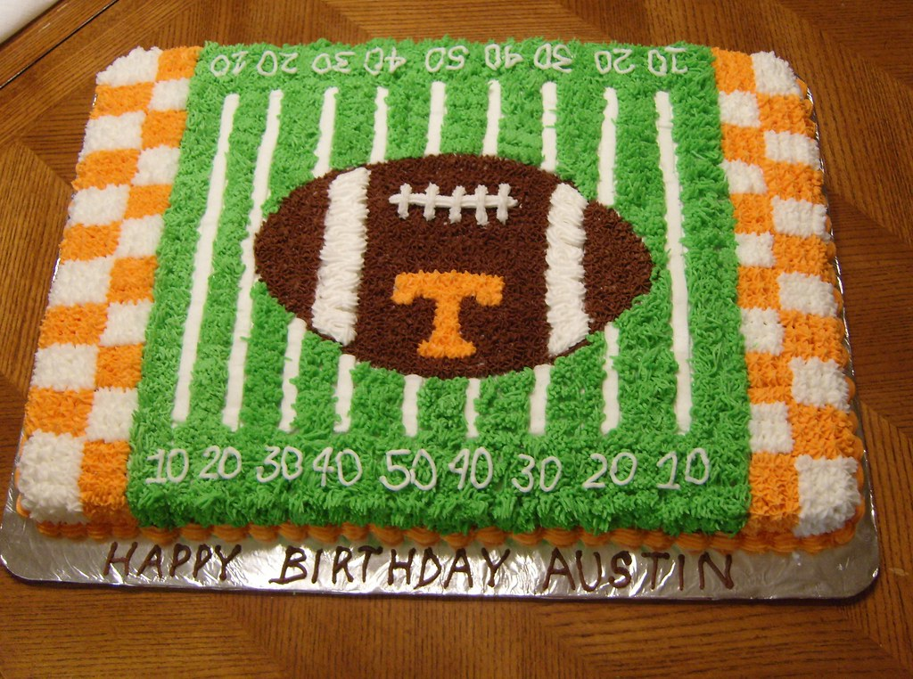 UT Football Field 1/2 Sheet Cake Made for a grandson who ...
