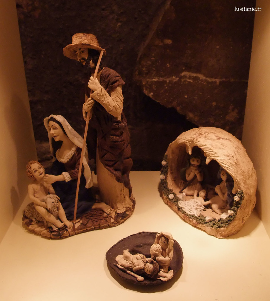 elle fait un peu peur la vierge Marie, là...