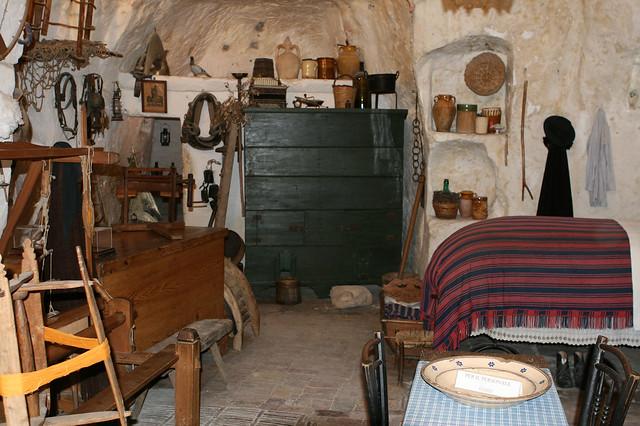 Matera interno di una casa dei sassi flickr photo for Interno di una casa