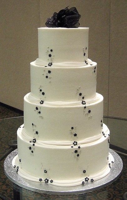 pictures of black and silver wedding cakes black and silver wedding cake grace tari flickr 18390