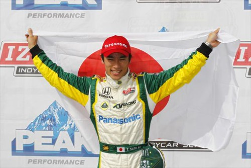 Takuma proudly holds the Japan flag | by IndyCar Series