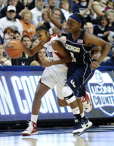 UCONN Women's Basketball   UCONN point gaurd Renee ...