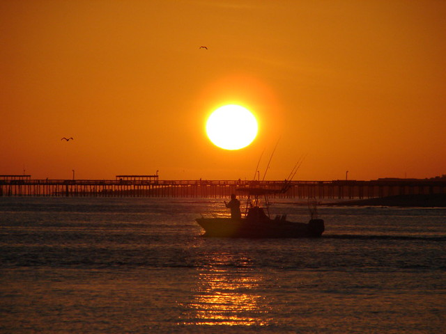 Sunrise with boat chesapeake bay 7 19 08 sunrise near for Lynnhaven fishing pier report