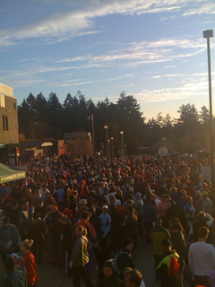 2500 people at the turkey trot in Portland! | by selena marie
