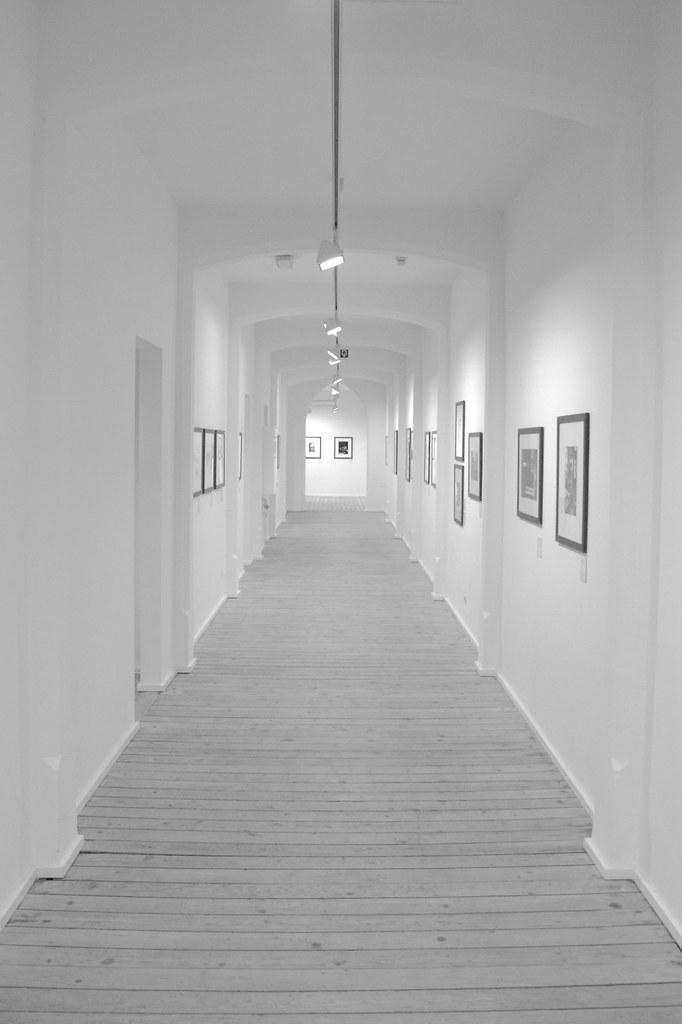 couloir blanc jean debras flickr. Black Bedroom Furniture Sets. Home Design Ideas