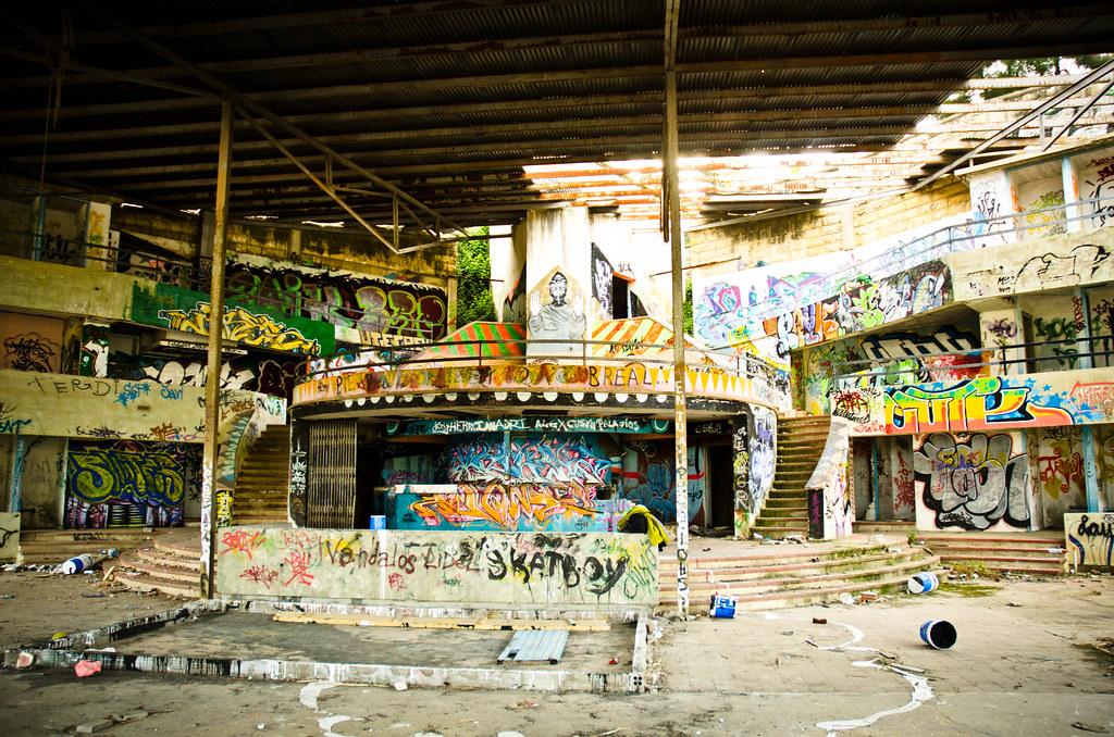 Abandon pool david flores flickr for Piscina rubi