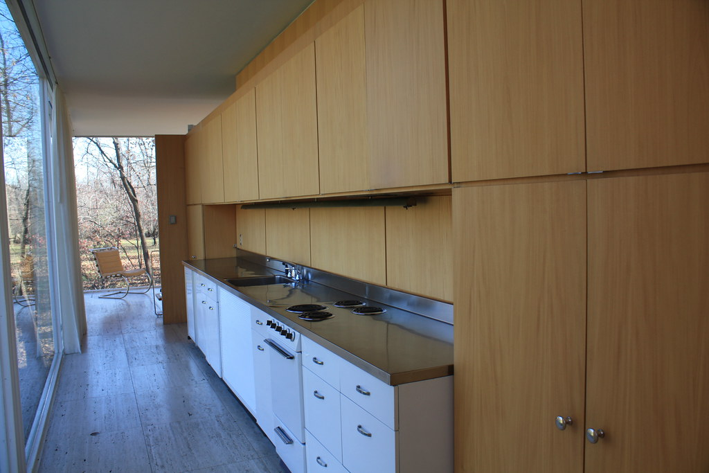 kitchen hall of farnsworth house at the time of