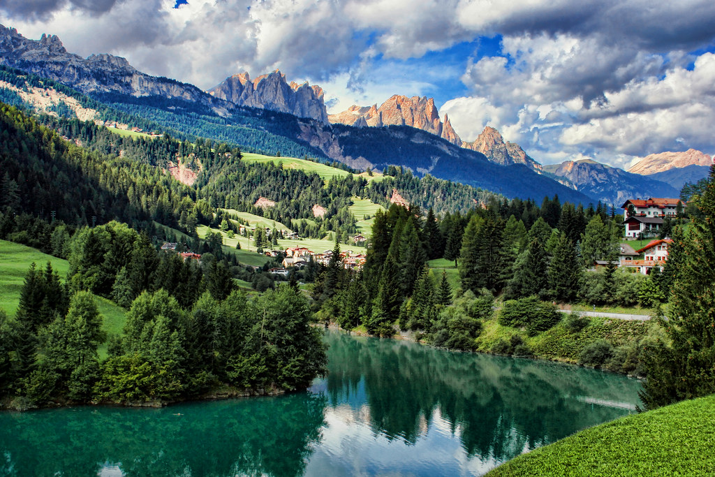 The dolomites italy the dolomites italian dolomiti for Where are the dolomites located in italy