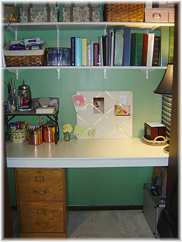 Desk organization full writeup at candy hearts and paper - Organized office desk ...