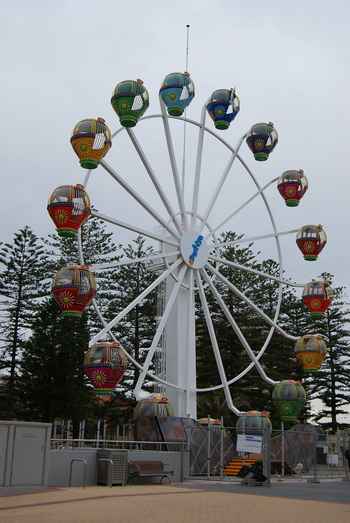 single arm ferris wheel at beach house glenelg ianspix. Black Bedroom Furniture Sets. Home Design Ideas