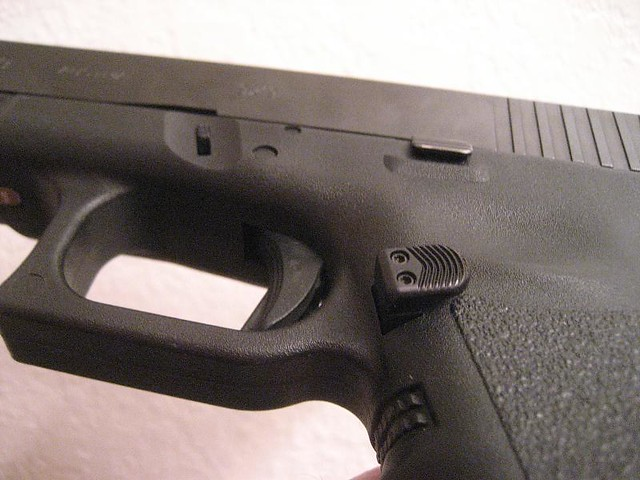 Glock 19 upgrades - Extend MAG release - Nic5702 - Flickr