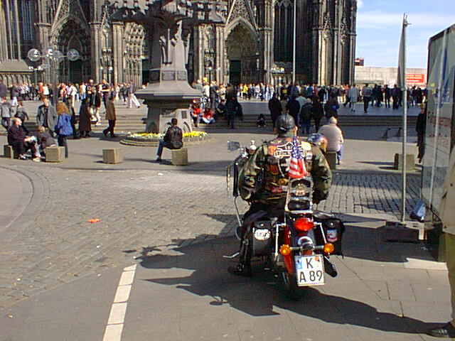 koln18 harley davidson at cathedral cologne germany 2000. Black Bedroom Furniture Sets. Home Design Ideas
