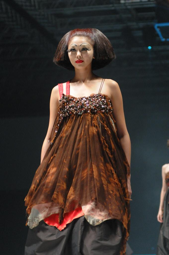 A MODEL OF L'OREAL PROFESSIONNEL ARTISTIC AMBASSADOR MIKO …   Flickr