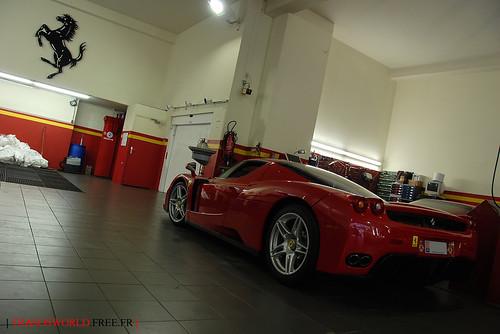 Red enzo at ferrari garage flickr photo sharing for Garage ferrari charnecles