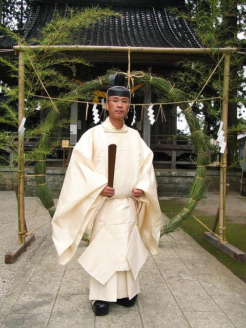 Shinto priest | Equipment Ricoh Caplio R6 Location ...