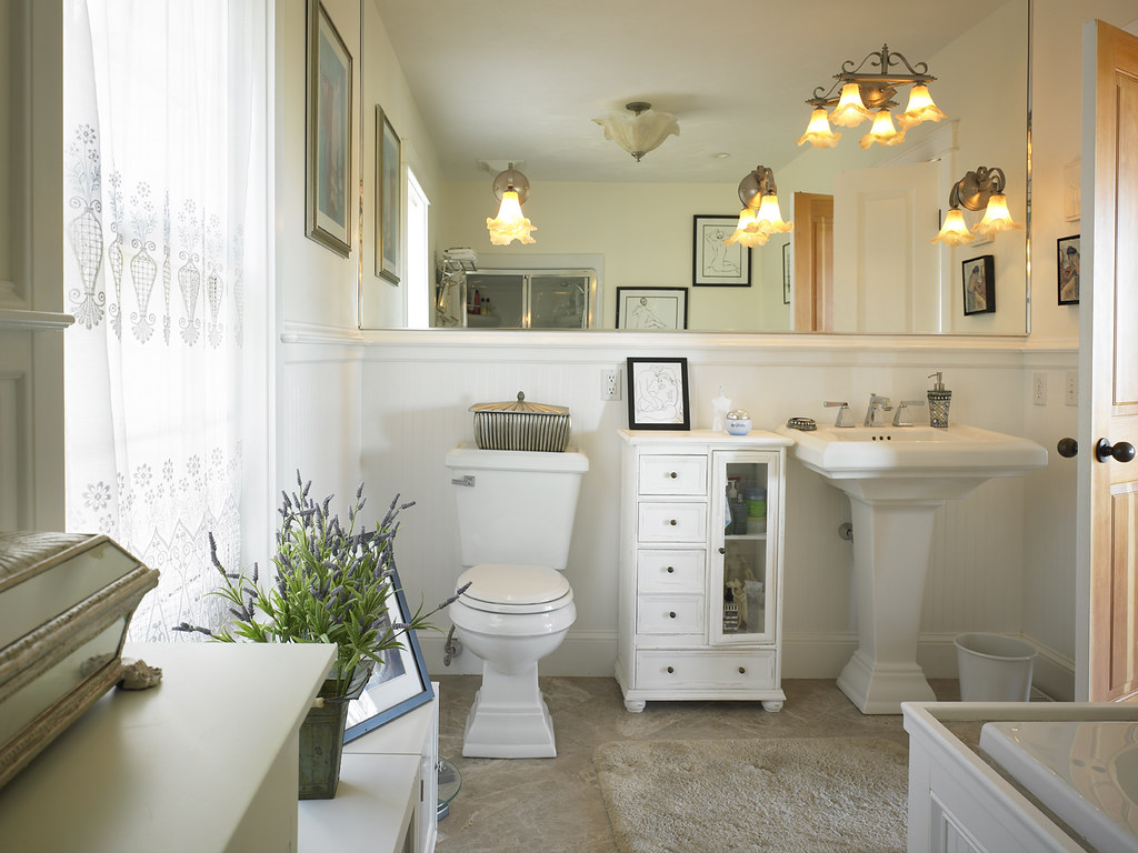 39280 traditional bathroom in cape cod style lindal home for Bathrooms in style