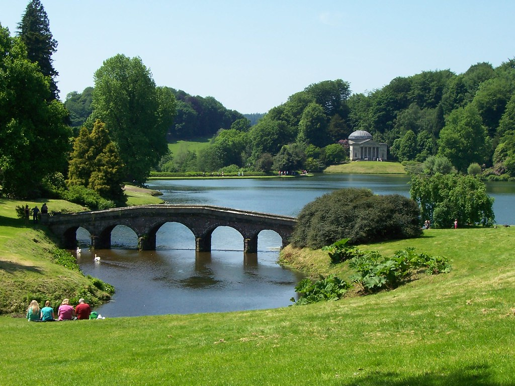 Stourhead Garden, England | The GREAT Britain Travel Bucket List | via It's Travel O'Clock
