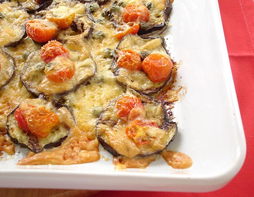 Grilled eggplant with tomatoes and cheese / Beringela grelhada com tomates e queijo | by Patricia Scarpin