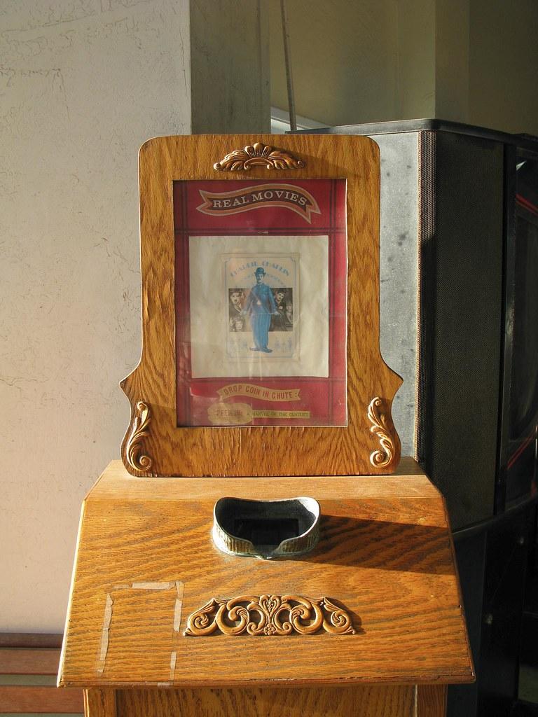 Vintage penny-arcade m...