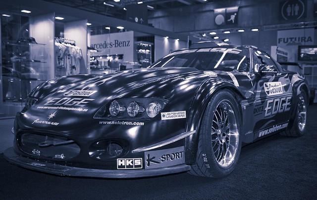 voiture de sport dont la marque m 39 est totalement inconnue. Black Bedroom Furniture Sets. Home Design Ideas