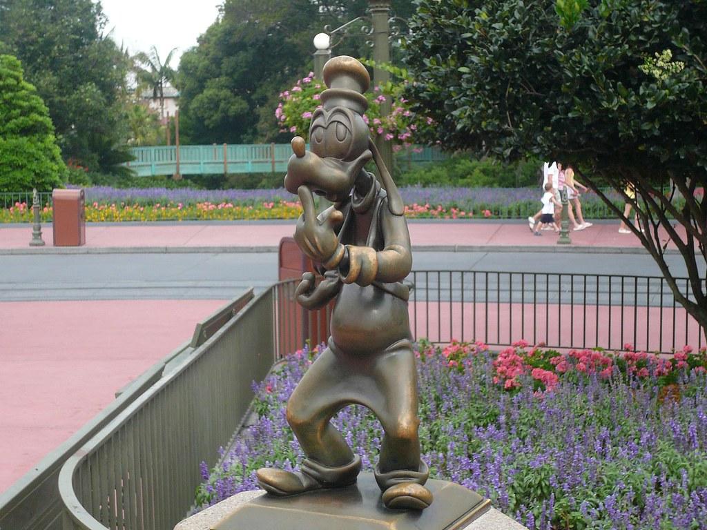 Mini Goofy Statue Magic Kingdom Walt Disney World