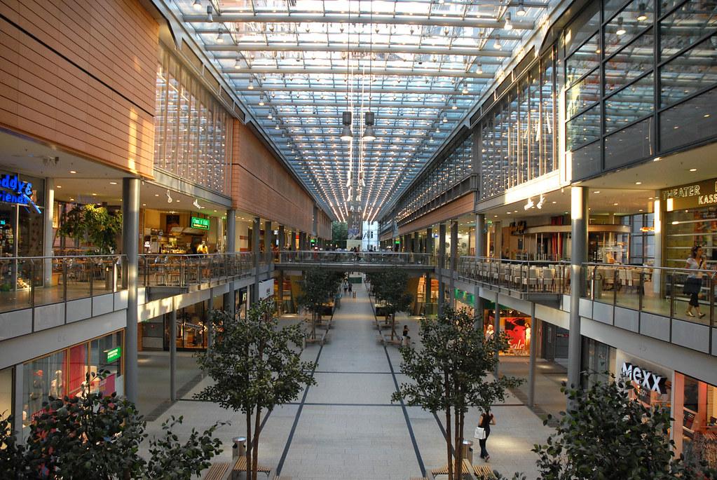 Centre commercial de la Potsdamer Platz Lintérieur de la ...