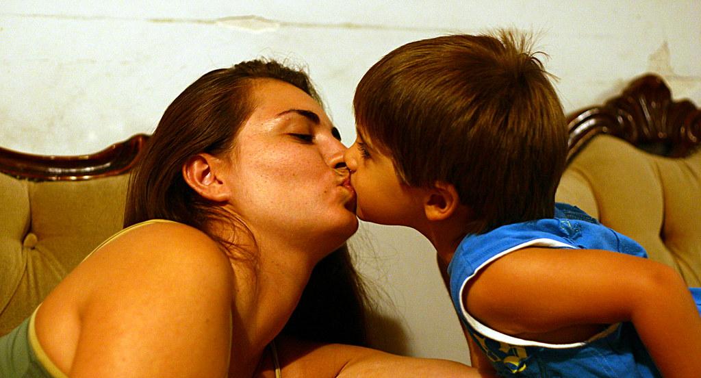 Kiss  Leonid Mamchenkov  Flickr-3409