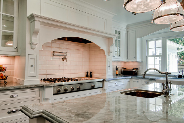 Traditional White Kitchen Design 3d Rendering: Kitchen: By Fitucci Custom