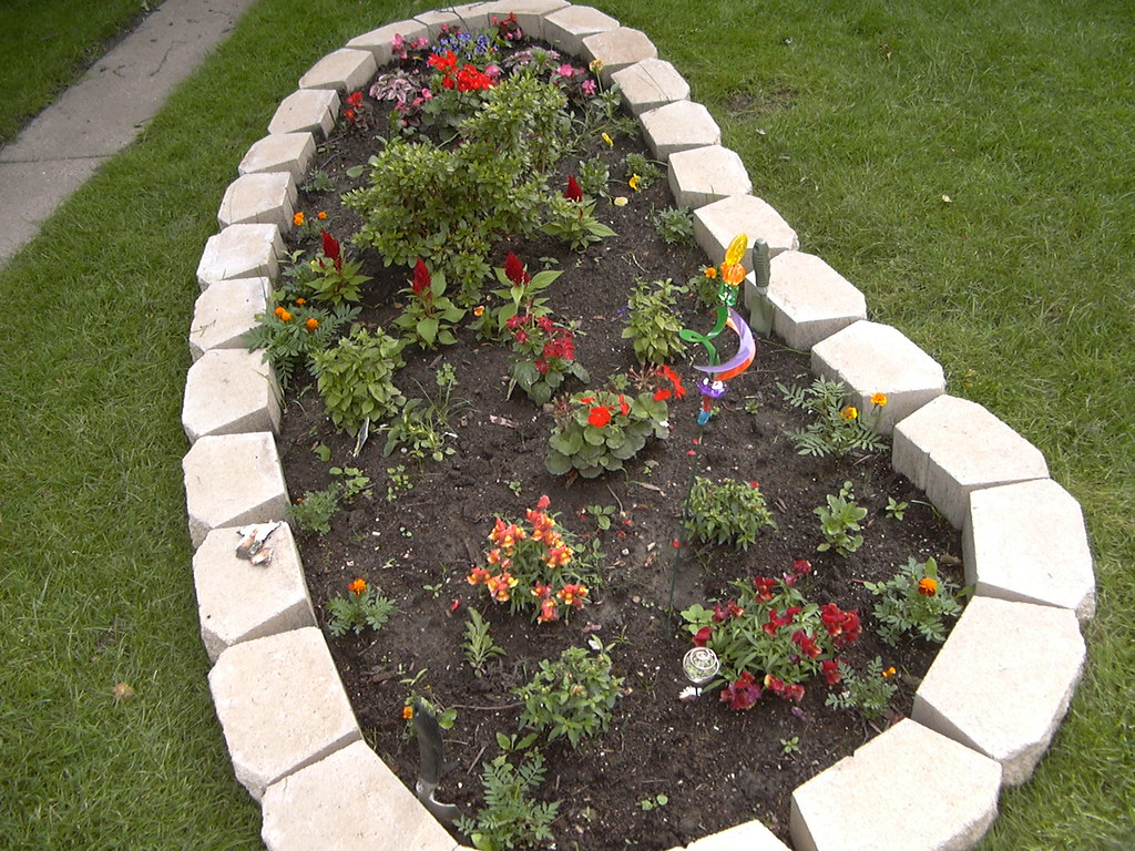 The oval shaped flower bed flickr for Flower bed shapes designs