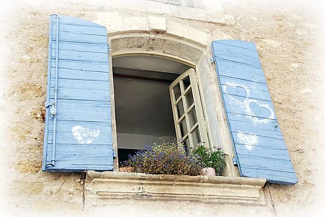Una finestra stile provenzale un amico uno che sa for Case in stile new england