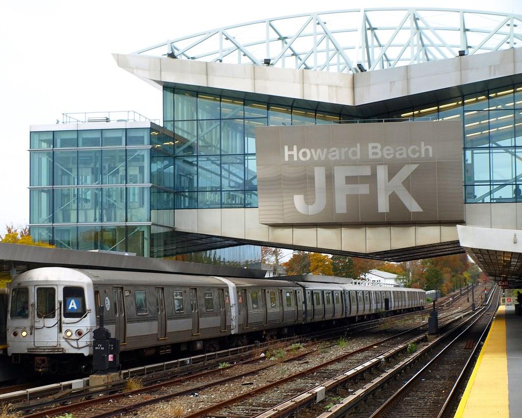 Howard beach jfk airport subway station new york city for Hotels near new york airport jfk